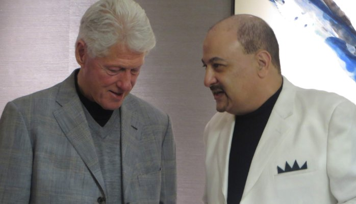 discussing-news-with-president-bill